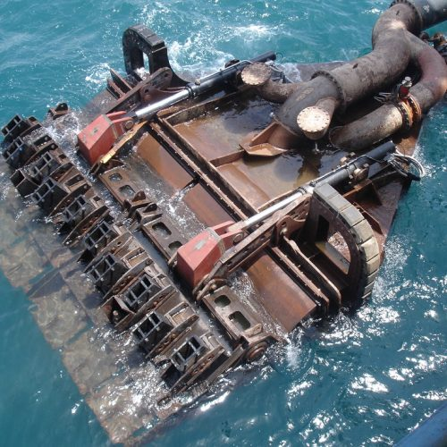 drag head with active visors hydraulics control force or pitch of visor during dredging